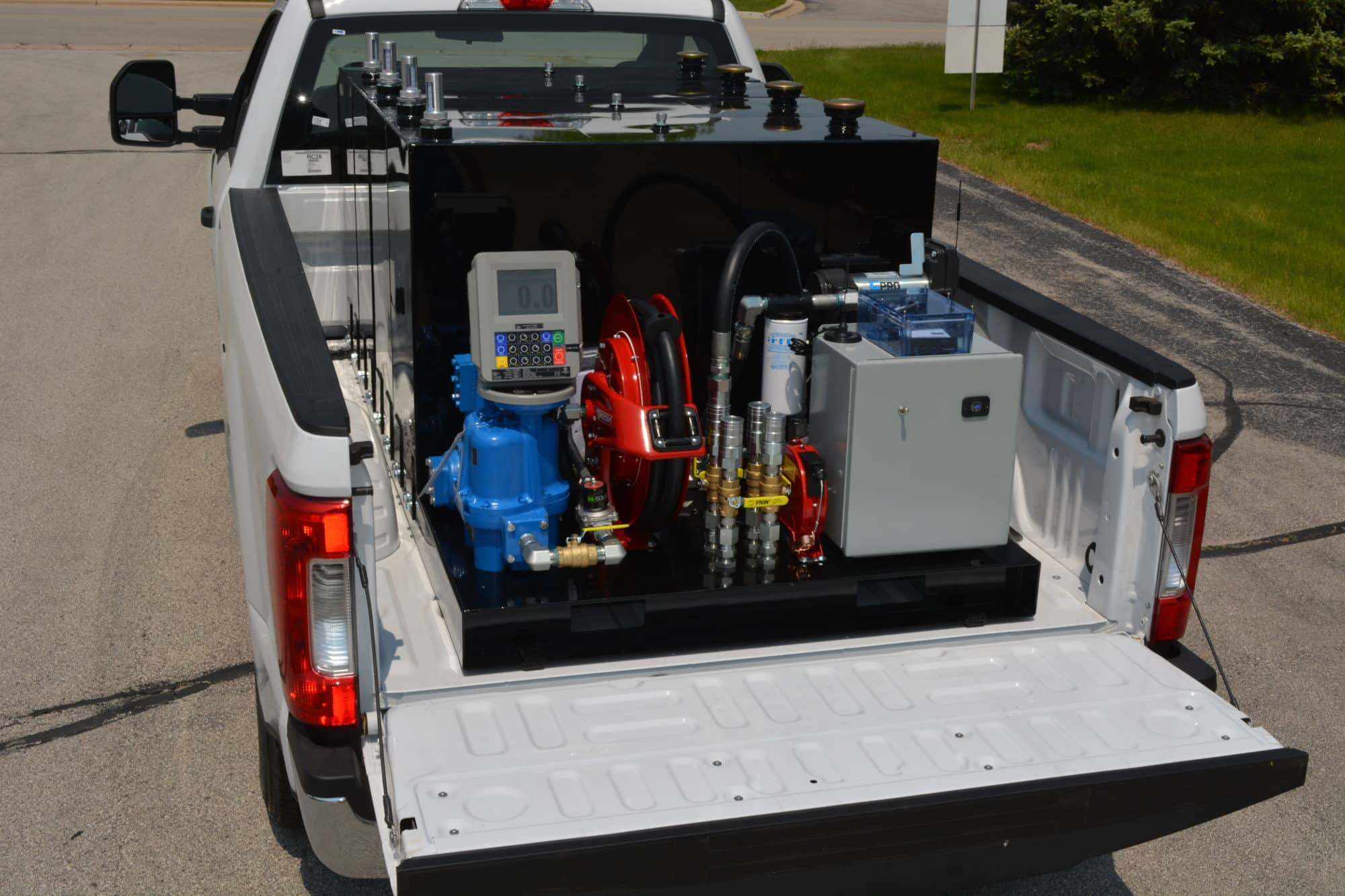 Larger fleets benefit from this 400-gallon fuel trailer alternative